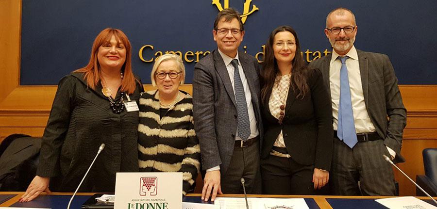Donne del vino presentati in parlamento i corsi per for Donne parlamento italiano