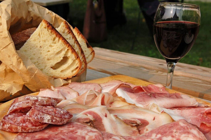 come abbinare il vino ai salumi